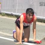 【駅伝】女子選手が地面をはって中継所へ 両膝から流血、タスキつなぐ(*´д`)wwwww